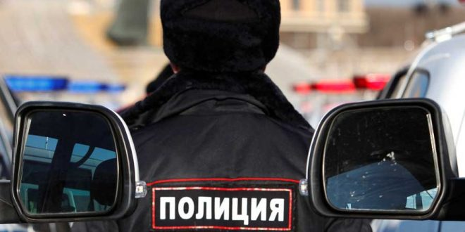 В петербургской подземке шестеро полицейских ногами избили пассажира без маски