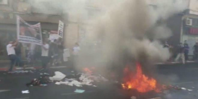 владельцы промтоварных магазинов в Тель-Авиве подожгли товар посреди улицы