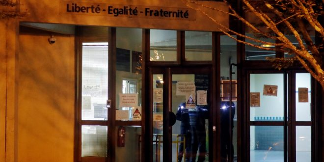 Во Франции назвали имя обезглавленного исламистом учителя