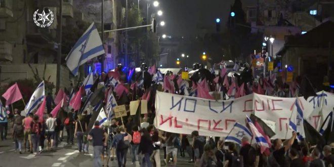местные жители нападают на левых, левые на полицию, полиция хватает всех