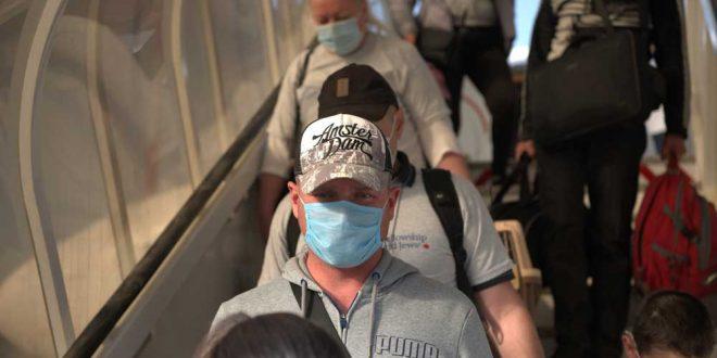 """Прилетевший в Израиль """"ковидник"""" поставил под угрозу здоровье пары сотен пассажиров"""