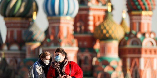 Россиянам назвали время, когда они смогут полностью отказаться от использования защитных масок