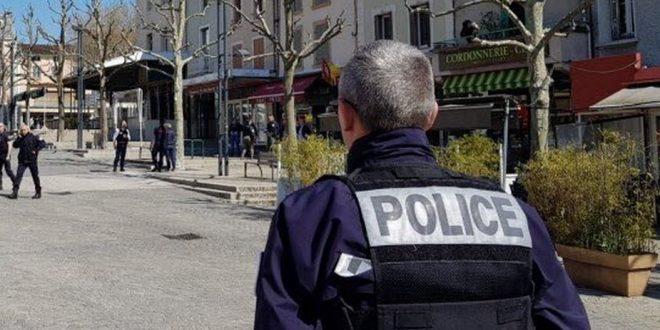 в Лионе задержали мужчину с 30-сантиметровым ножом