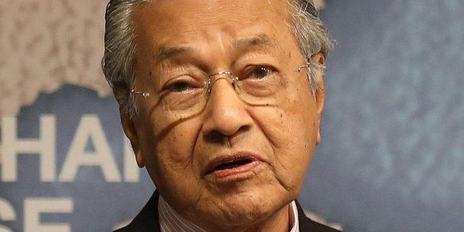 Экс-премьер-министр Малайзии заявил, что мусульмане имеют право убивать французов