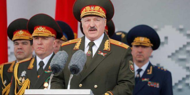 """Лукашенко решил вооружать """"народное ополчение"""""""