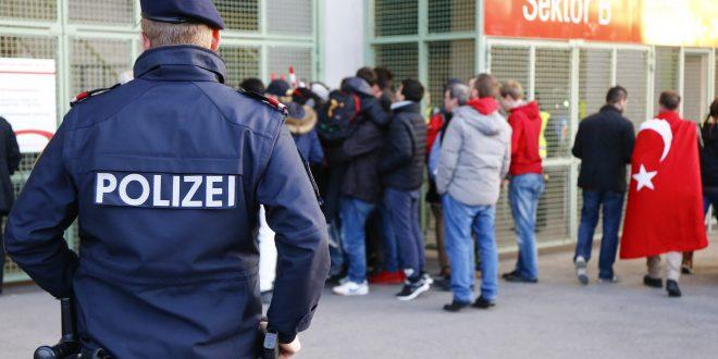 Полсотни турецких исламистов устроили погром в одной из церквей Вены