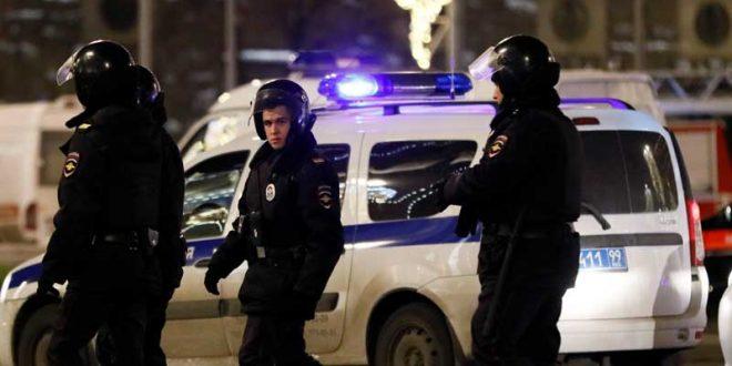 в Москве неизвестный захватил заложников и угрожает их взорвать