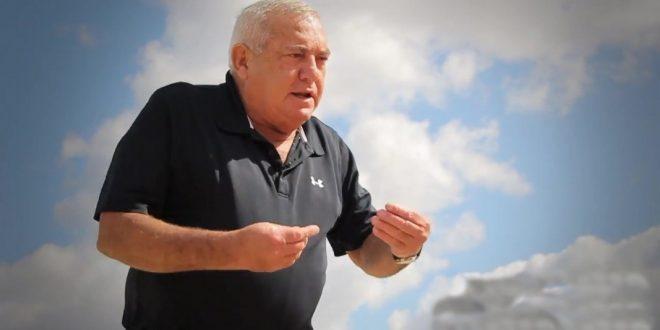 """Знаменитый израильский футбольный комментатор российского происхождения отправил чернокожего спортсмена """"есть бананы"""" и вылетел с телеканала"""