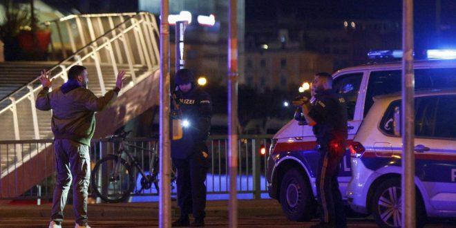 Стрельба у синагоги в Вене, трое погибших, евреев просят снять кипы и запереться дома