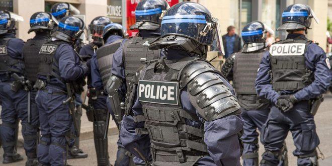 В Париже задержали мужчину с мачете