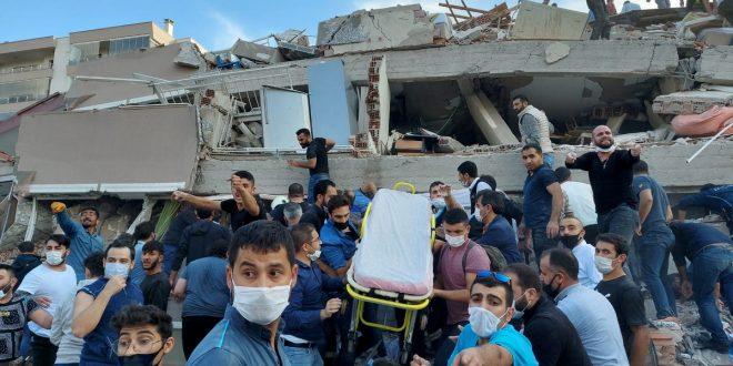 в Турции из-под завала вытащили маленькую девочку спустя 4 дня после землетрясения