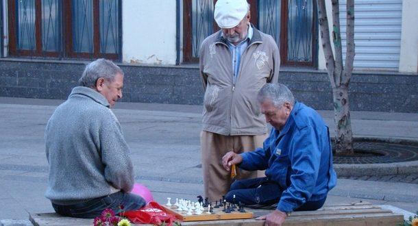 Гериатр: изоляция убивает пожилых больше, чем коронавирус