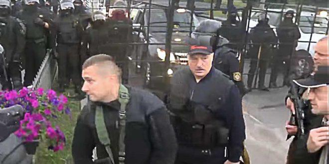 Лукашенко назвал выборы в США издевательством над демократией