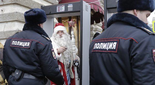 """Москвичей оставили без Нового года: ни гуляний, ни рождественских базаров, только маски и """"удаленка"""""""