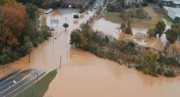 По меньшей мере семь человек погибли во время наводнения в Северной Каролине