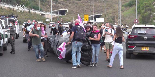 арестовано 18 левых хулиганов, реквизит конфискован