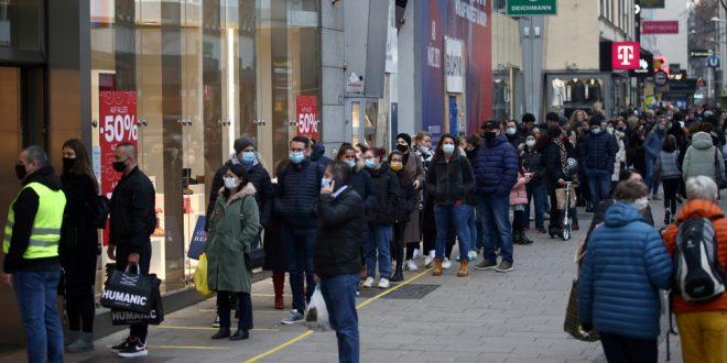 Австрия ужесточает режим: полный комендантский час, магазины закрываются