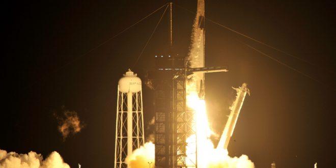 Космический корабль Маска снова отправился на орбиту с астронавтами на борту