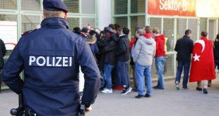 В Вене женщина с ножом напала на раввина: прохожие ничего не заметили