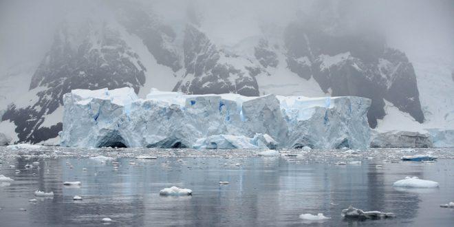 Огромный айсберг откололся от Антарктиды и отправился в свободное плавание
